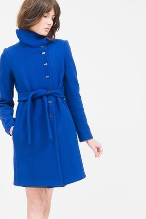 芸能人がZIPで着用した衣装ブルーのオーバー