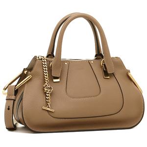 芸能人主役・40歳のキャリアウーマンがオトナ女子で着用した衣装バッグ