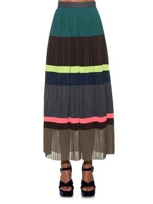 芸能人が大人女子11/26で着用した衣装篠原涼子の家でカニしゃぶを食べている時のセーターとロングスカート