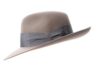 芸能人がさんタクで着用した衣装帽子