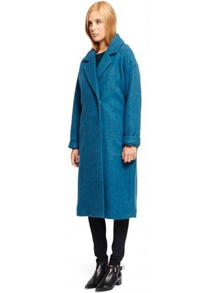 芸能人がサントリー オールフリーで着用した衣装チェスターコート