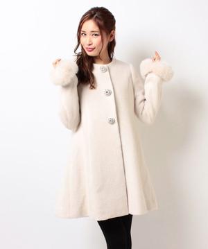 芸能人が白鳥麗子でございます!で着用した衣装コート