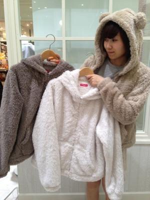 芸能人が@xxxMiyanで着用した衣装クマのパーカー