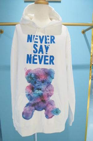 芸能人がTwitterで着用した衣装パーカー