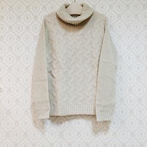 芸能人川口春奈が家族ノカタチで着用した衣装ニット