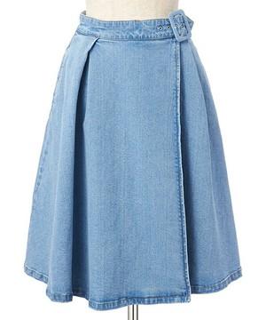 芸能人が王様のブランチで着用した衣装シャツ/スカート