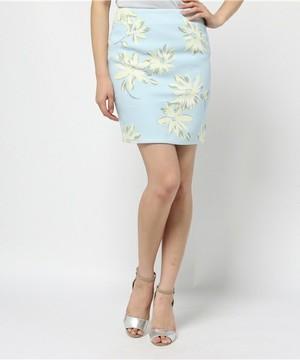 芸能人が目覚ましテレビで着用した衣装花柄スカート