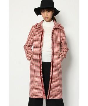 芸能人がヒガンバナ~警視庁捜査七課~で着用した衣装赤の柄入りコート
