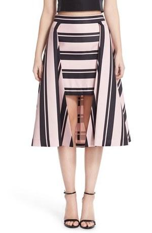 芸能人がTGCで着用した衣装スカート