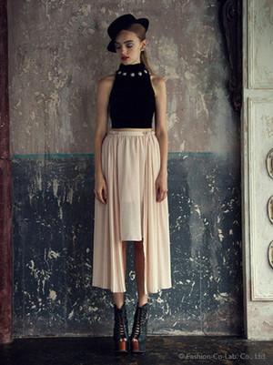 芸能人が画像で着用した衣装スカート