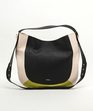 芸能人広告代理店勤務がいつかこの恋を思い出してきっと泣いてしまうで着用した衣装バッグ
