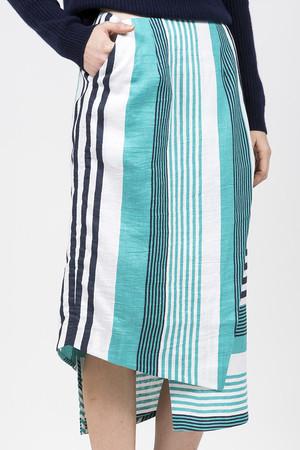 芸能人がCM 東京メトロで着用した衣装スカート