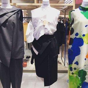 芸能人市川紗椰がユアタイムで着用した衣装スカート/ワンピース