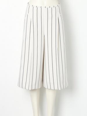 芸能人がInstagramで着用した衣装Tシャツ・カットソー/パンツ