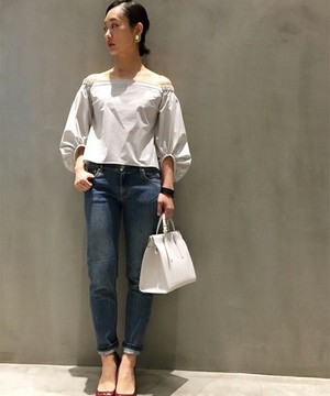 芸能人がCM 花王 リーゼで着用した衣装シャツ / ブラウス