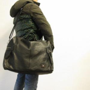 芸能人がグッドパートナー 無敵の弁護士で着用した衣装バッグ