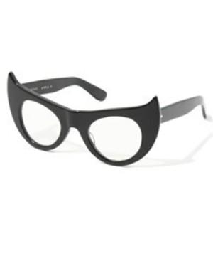 芸能人がInstagramで着用した衣装メガネ