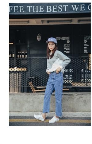 芸能人宇野実彩子がAAAで着用した衣装パンツ