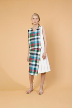 芸能人市川沙椰がユアタイムで着用した衣装スカート