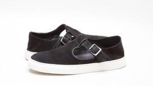 芸能人がシアターガイド 6月号で着用した衣装靴