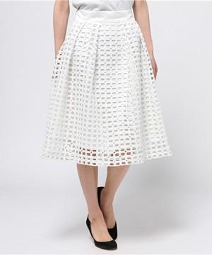 芸能人が金曜日の聞きたい女たちで着用した衣装スカート