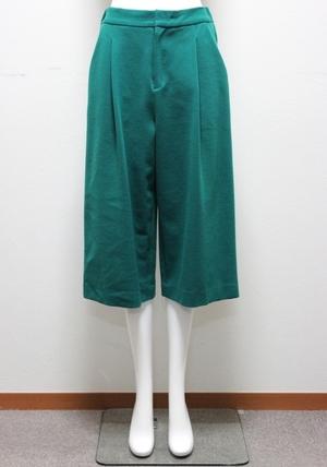 芸能人が女神のマルシェで着用した衣装パンツ