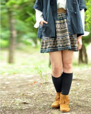 芸能人川口春奈が映画「絶叫学園」で着用した衣装スカート