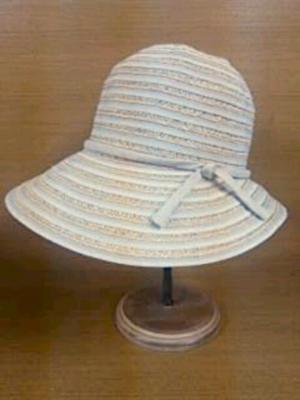 芸能人南果歩が葛城事件で着用した衣装帽子