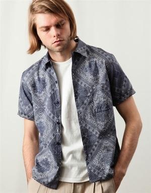 芸能人小池徹平が火曜サプライズで着用した衣装ジャケット