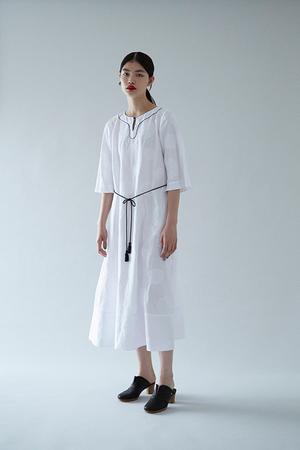 芸能人がキリンビバレッジ 新生茶で着用した衣装ワンピース