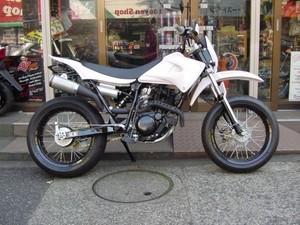芸能人がTwitterで着用した衣装バイク