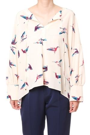 芸能人がアッコにおまかせ!で着用した衣装スワン柄 トップス シャツ