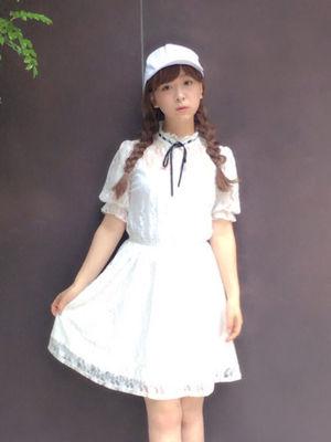 芸能人指原莉乃が徳井と後藤と芳しの指原が今夜くらべてみましたで着用した衣装ブラウス
