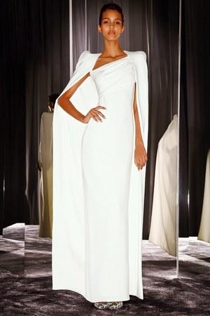 芸能人が第84回アカデミー賞で着用した衣装ドレス