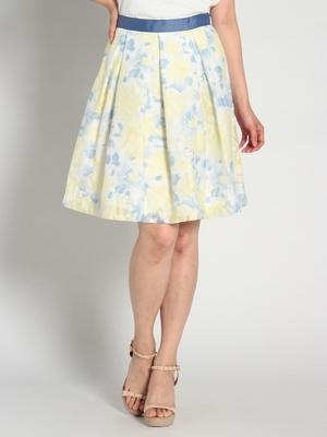 芸能人主人公の後輩・相談相手が好きな人がいることで着用した衣装スカート