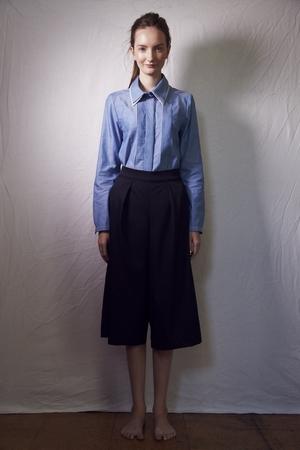 芸能人がAbemaPrimeで着用した衣装パンツ