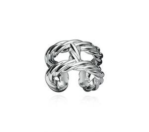芸能人がInstagramで着用した衣装指輪