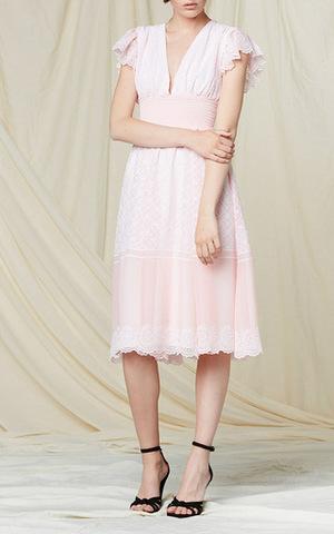 芸能人大島優子がさらりとした梅酒で着用した衣装ワンピース