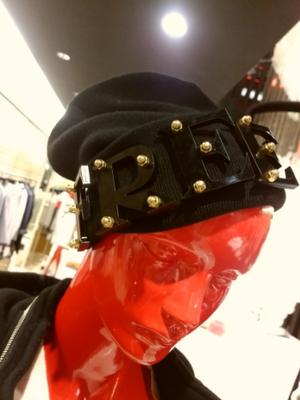 芸能人がInstagramで着用した衣装ニット帽