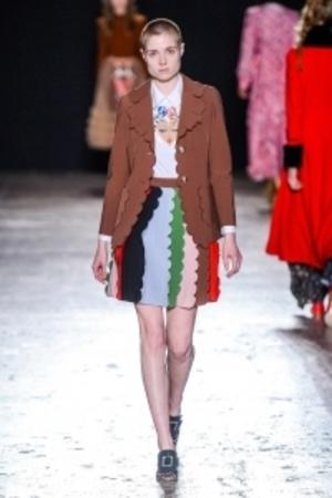 芸能人が24時間テレビ 有吉反省会で着用した衣装スカート