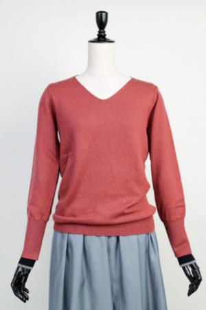 芸能人穂川果音がアベマプライムで着用した衣装ニット