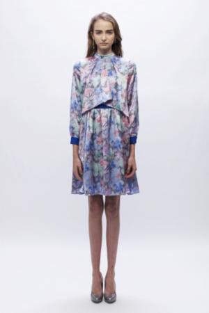 芸能人宮澤エマがアベマプライムで着用した衣装ワンピース
