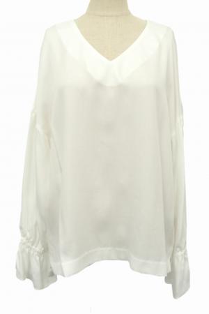 芸能人穂川果音がアベマプライム  で着用した衣装シャツ/ブラウス