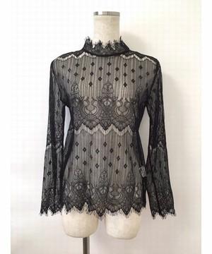 芸能人衛藤美彩がブログで着用した衣装ブラウス