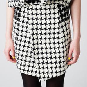 芸能人がカミングアウトバラエティ 秘密のケンミンSHOWで着用した衣装スカート