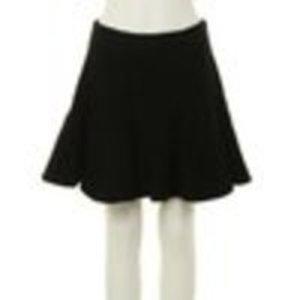芸能人が花王 フレアフレグランス CMで着用した衣装スカート
