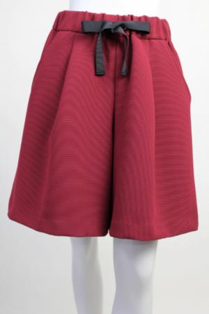 芸能人穂川果音がアベマプライムで着用した衣装パンツ