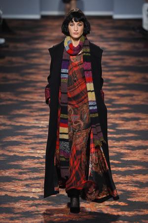 芸能人がアナザースカイで着用した衣装ドレス