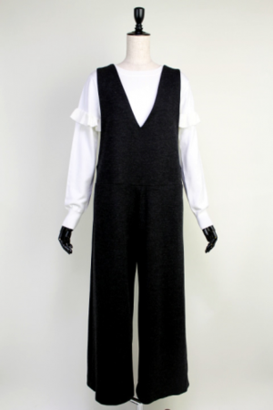 芸能人宮澤エマがアベマプライム  で着用した衣装パンツ