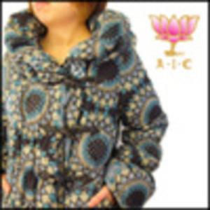 芸能人SHELLYが日曜×芸人で着用した衣装ダウンコート